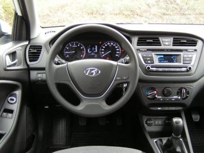 Hyundai i20 – wnętrze samochodu